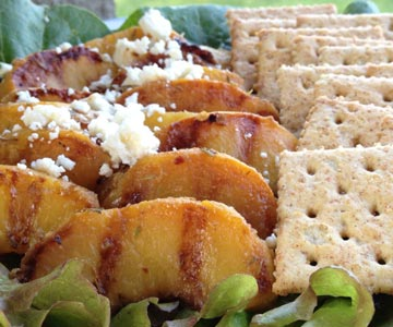 Grilled peaches with crackers
