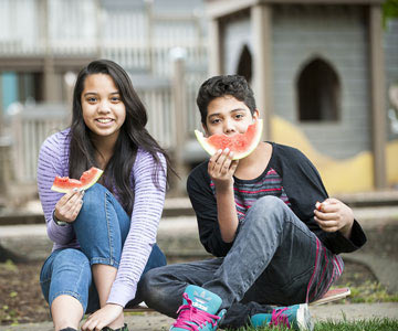 brother-sister-eating-watermelon-001-CO