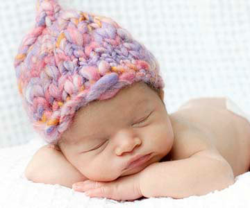 newborn-baby-wearing-knit-hat-001-CO