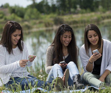 sisters-checking-cell-phones-001-CO