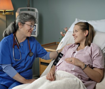 expectant mother talking with a nurse.