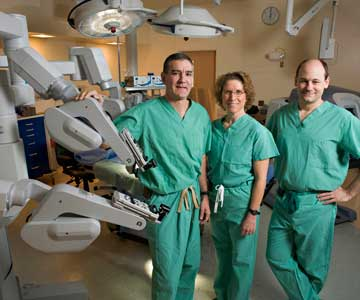 daVinci doctors with robot
